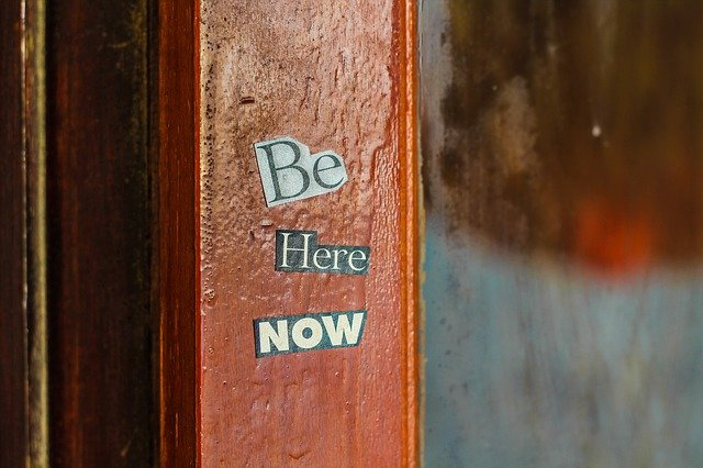 A sign on the side of a wooden door